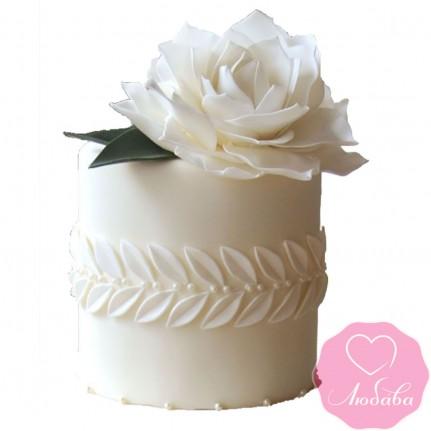Торт на день рождения с белой розой №2492