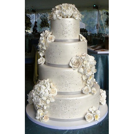 Торт свадебный четырехъярусный  с белыми розами №679