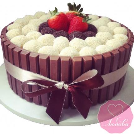 Торт без мастики с конфетами и ягодами №2541