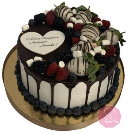 Торт без мастики с ягодами и шоколадом №2753