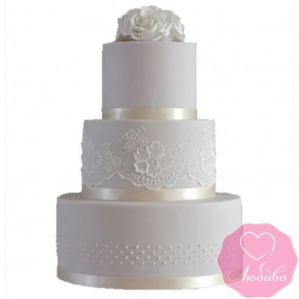 Торт свадебный белый с узорами и розами №2429
