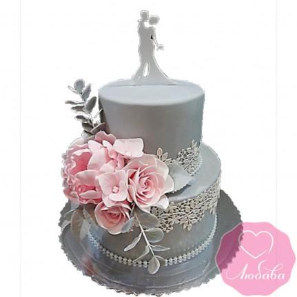 Торт свадебный с цветами и фигуркой №2637